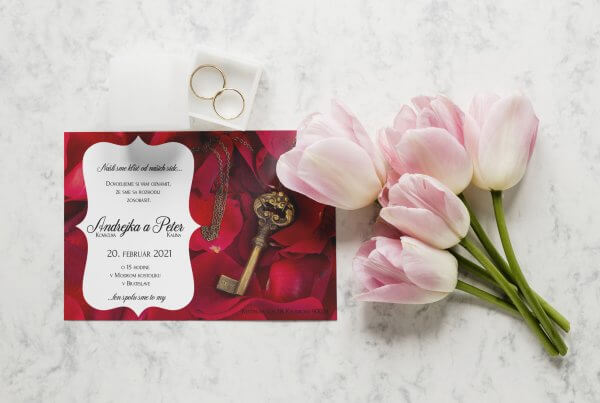 romanticke svadobne oznamenie kluc